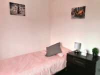 Bright and colourful spacious single room in Willenhall, move in today!