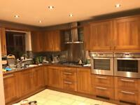 Walnut shaker kitchen in perfect condition