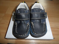 CLARKS baby boys shoes size uk 4/ eur 20 NEW