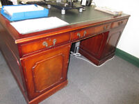 2-PERSON LEATHER TOP ANTIQUE STYLE DIRECTORS/PARTNERS PEDESTAL OFFICE WRITING DESK - £145