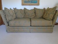 Traditional style sofa