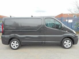 FINANCE AVAILABLE!! NO VAT!! Stunning Renault Trafic sport swb in mindnight black