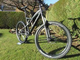 "Yeti 575 [black annoodised frame, carbon rear triangle] - size medium, 5.75"" rear travel"