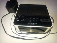 PHILLIPS RADIO ALARM CLOCK - FM AM SNOOZE - ELECTRIC BATTERIES - EXCELLENT CONDITION - BARGAIN