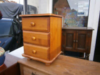 pine 3 drawer bedside chest in yeovil