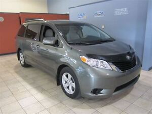 2011 Toyota Sienna LE 8 PASSENGER (NO PST) ONLY 13K