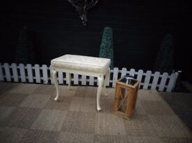 STUNNING SOLID WOOD VINTAGE DRESSING TABLE STOOL WITH BEAUTIFUL DETAILS IN EACH LEG