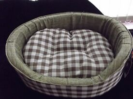 NEW brown checked dog/cat bed , 20""