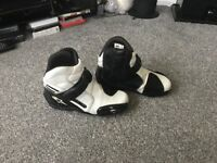 RST MOTORBIKE BOOTS IN EXCELLENT CONDITION 50.00 Ono