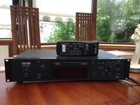 TASCAM MD -350 minidisc player - good working order, includes 11 discs