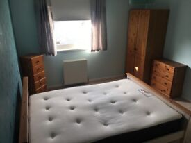 Double bedroom available in Livingston near centre