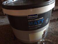 New 10L large tub of Wickes Vinyl Emulsion matt in Magnolia