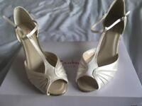 Rainbow Club Katy shoes ivory size 6