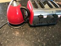 Kettle and 4 toaster set