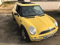 Mini 2002 liquid yellow 10 months mot
