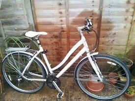 """Specialized Globe 19"""" white women's bike with Schwalbe Marathon Plus puncture-proof tyres"""