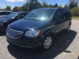 2016 Chrysler Town & Country Touring/CARPROOF CLEAN/NAV/BACKUP C