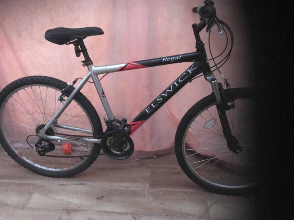 Mountain bike 18 speed with front suspensionin Exeter, DevonGumtree - • mountain bike• 18 speed gears •26 inch wheels • front suspension • 18 inch frame size • v breaks• fully working order • Exeter