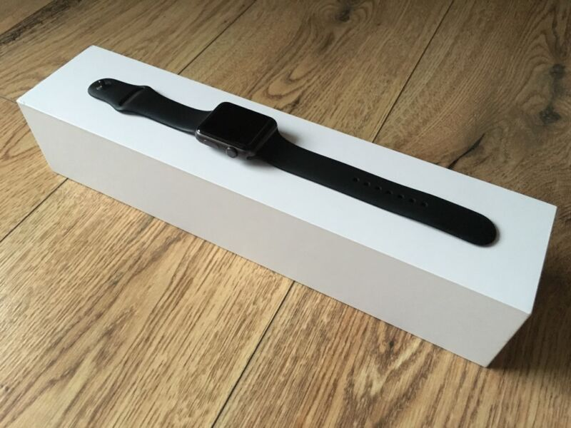 apple watch 42mm sport schwarz in hessen r sselsheim ebay kleinanzeigen. Black Bedroom Furniture Sets. Home Design Ideas