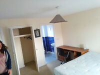 Double ensuite room in large modern house with great housemates