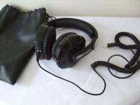 Sennheiser HD 215 head phones vertualy unused