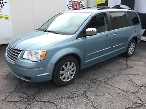 2010 Chrysler Town & Country Touring, Leather, Third Row Seating