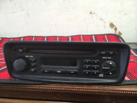 PEUGEOT 206 CD PLAYER WITH CODE IN VERY GOOD WORKING ORDER