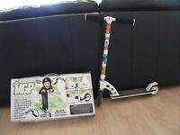 MGP MAD STUNT SCOOTER SUIT 5 YEAR + WITH BOX AND INSTRUCTIONS