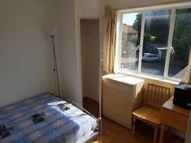 DOUBLE STUDIO ROOM TO-LET ON HIGH WHETSTONE N20 9DU