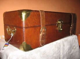 ANTIQUE VINTAGE RETRO WOOD & LEATHER CHEST / TRUNK