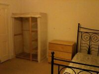 SHORT TERM LET. LARGE DOUBLE ROOM IN SHARED HOUSE. 10mins WALK TO CITY CENTRE