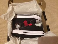Converse 2v ox boys trainers size 6 infant brand new in box