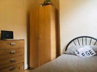 ZONE 2, EXCELLENT TRANSPORT BEAUTIFUL SINGLE ROOM, All BILLS ARE INCLUDED, AVAILABLE NOW