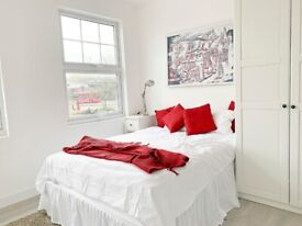 Spacious studio available with en suite bathroom & shared kitchen in E4 Chingford