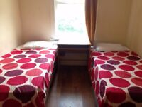 Nice twin room - 80 POUNDS per person, STRATFORD NOW ZONE 2