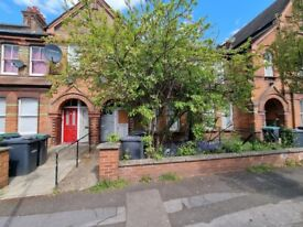 **DSS WELCOME** A THREE BEDROOM FIRST FLOOR FLAT WITH GARDEN WOOD GREEN N22