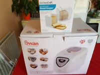 Swan Bread Maker which makes Bread, Cakes and Jam. Also Bread Keeper to keep bread fresh.