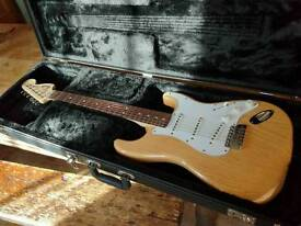 Fender Stratocaster MIM natural body w/ rosewood neck. Hardcase included