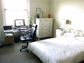 3 bedrooms, 1st floor flat in Blackheath. Fully furnished. All bills inc.