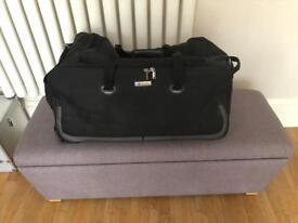 Large Carlton Wheeled Holdall