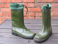 Men's green Derry boots, size 10, hardly used, ideal for festivals