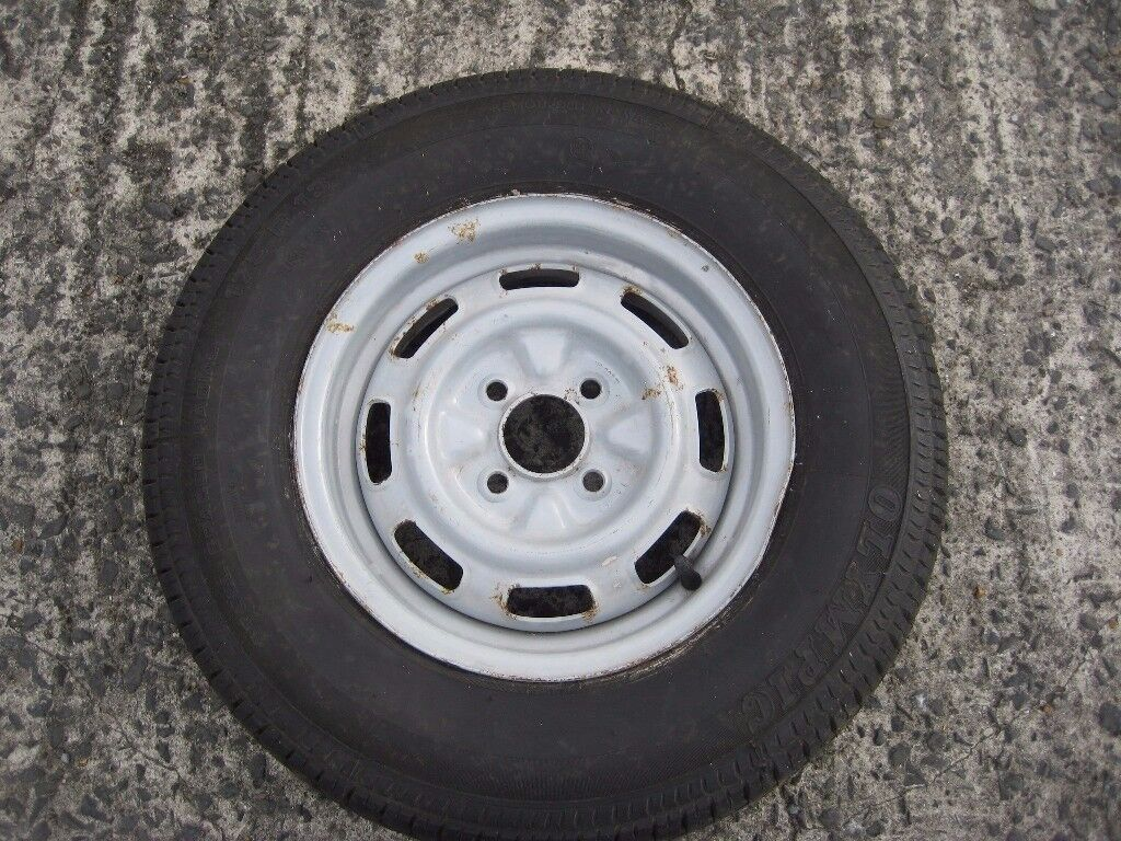 Caravan or trailer spare wheel with tyre