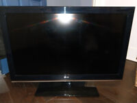 37 inch LG LCD TV with Blue Ray / DVD player & Surround Sound Speakers