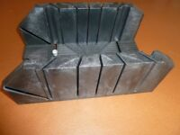 NEW ---BOXED---- HEAVY DUTY ADJUSTABLE MITER BOX