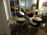 Drum kit with cymbals, stands, stool and double bass pedal
