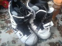 WINTER SPORTS SKI SNOWBOARDING SNOWBOARD WHITE NORTHWAVE UK SIZE 8/ 8.5 / 9 BOOTS,AS NEW-LITTLE USE