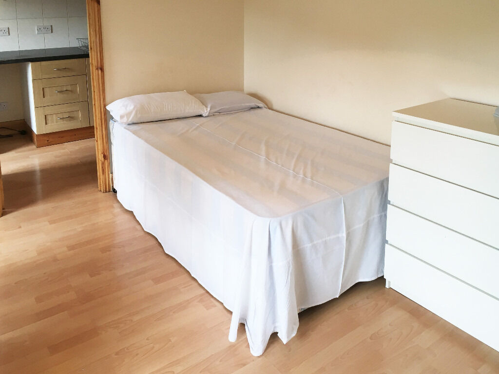 099T-WEST KENSINGTON-NICE & MODERN DOUBLE STUDIO FLAT WITH KITCHEN AND BATHROOM-BILLS INCLUDED £260W