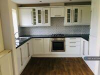 2 bedroom flat in Rochdale Road, Rochdale, OL16 (2 bed) (#1237049)