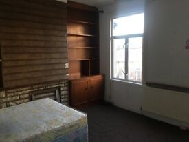 Cheap double bedroom 5 mins walking from Leyton Station Central line