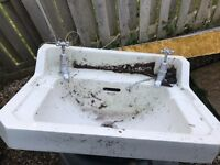 Traditional style sink with pedestal (Georgian, Victorian)